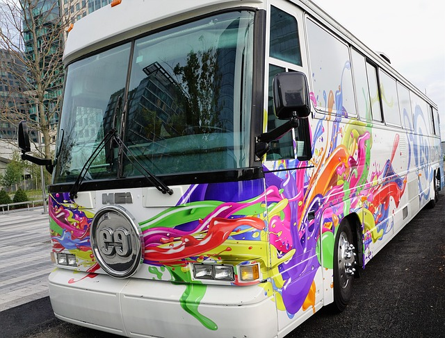 barevný autobus