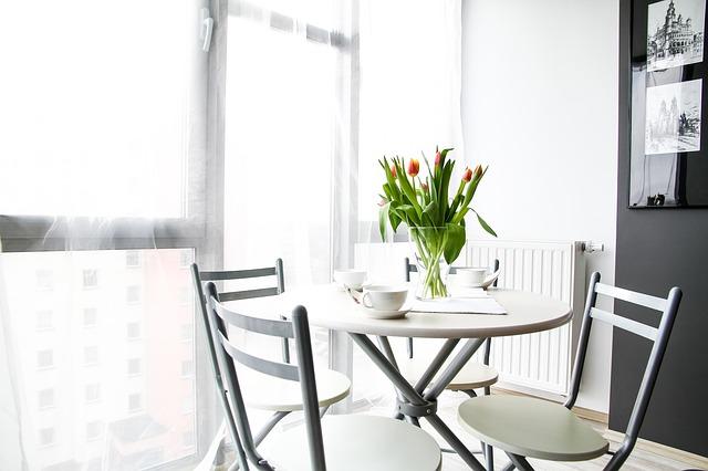 jídelní stolek, tulipány, byteček