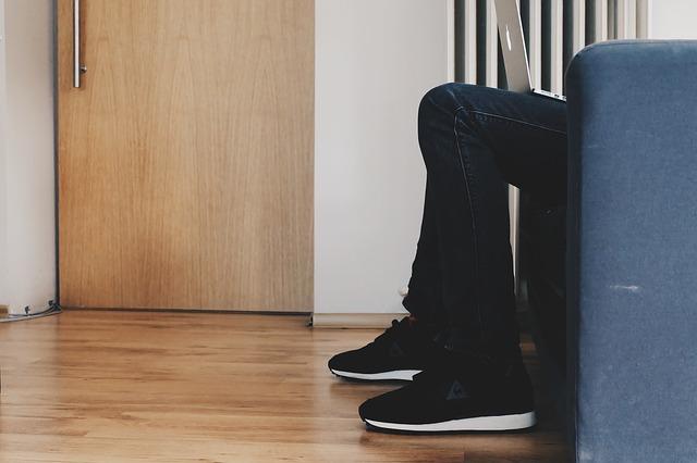 sezení u dveří