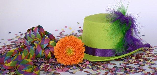 klobouk a květina.jpg